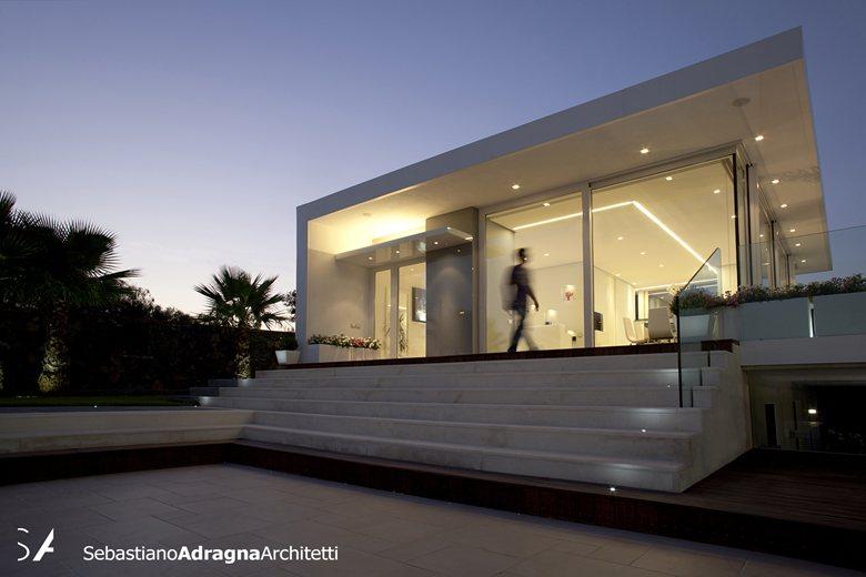 Villa con piscina for Ville moderne con piscina